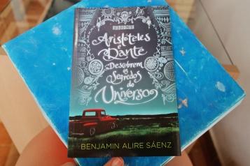 Aristóteles e Dante descobrem os segredos do universo, Benjamin Alire Sáenz