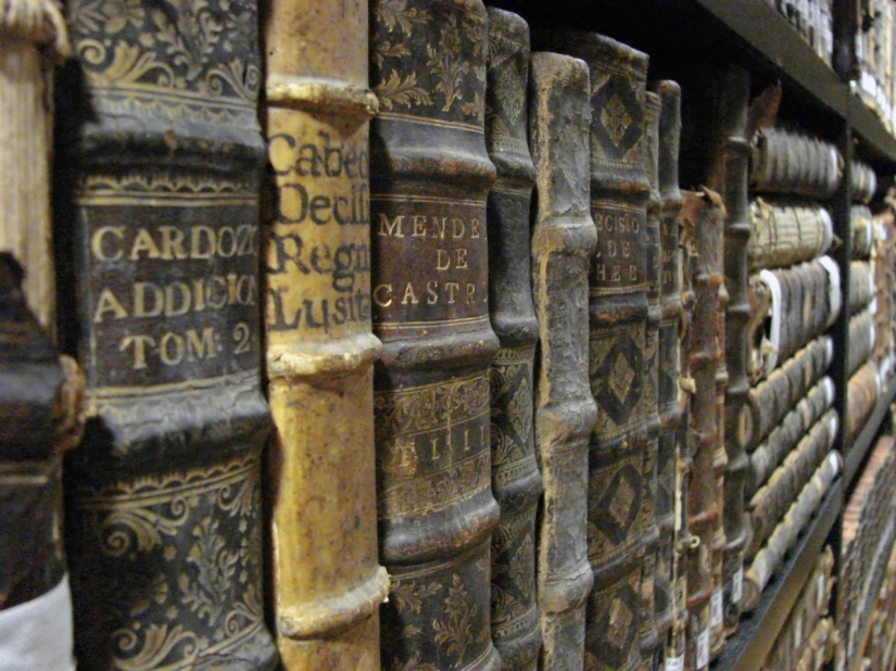 old-books-2-1418362-1280x960